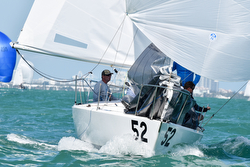 J/24 sailing Midwinters downwind