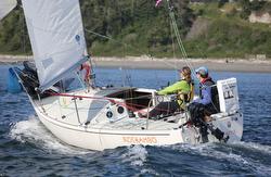 J/24 sailing Race to Straits