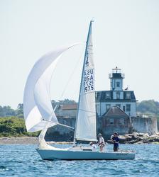 J/22 sailing Newport round island race