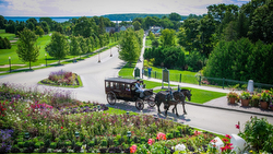 Horse drawn carraiges on Mackinac Island at Grand Hotel