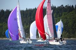 J/105s sailing Race to Straits