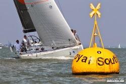 J/team rounding Solent mark