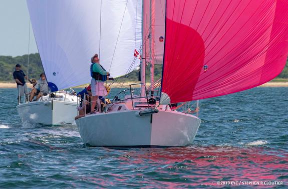 J/105s sailing offshore
