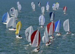 J/80 sailboats- sailing SPI Ouest France Intermarche