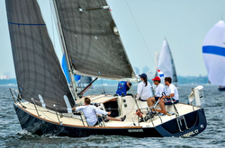 J/100 sailing offshore