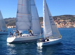 J/24 sailing versus X41 yacht