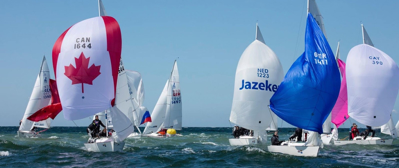 J/22s sailing offshore