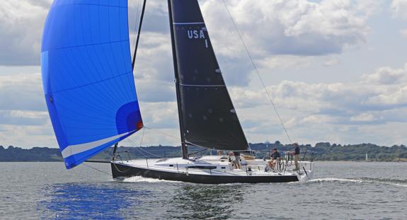 J/121 sailing under spinnaker