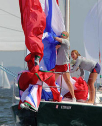 J/105 Young American youth sailing team take down chute