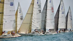 J/105 sailboats- sailing off start