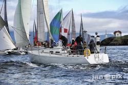 J/120 sailing Round County