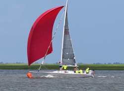 J/105 sailing Hook race