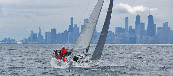 J/105s sailing off Chicago