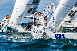 J/70s at mark in Sailing League