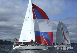 J/105s sailing Blakely Rocks race
