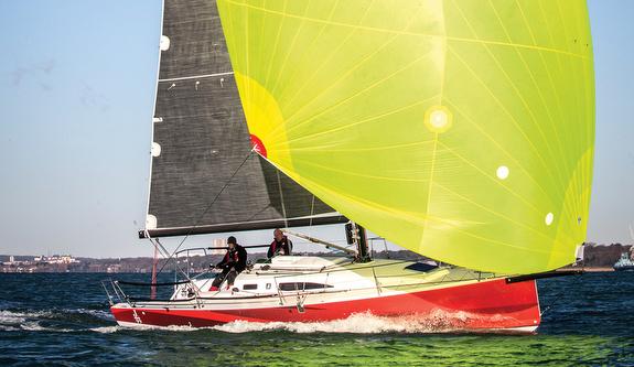 J/99 sailing under spinnaker