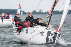 Women sailing J/70s