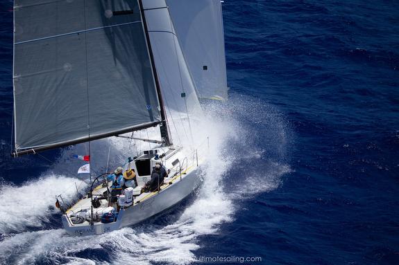 J/125 sailing offshore