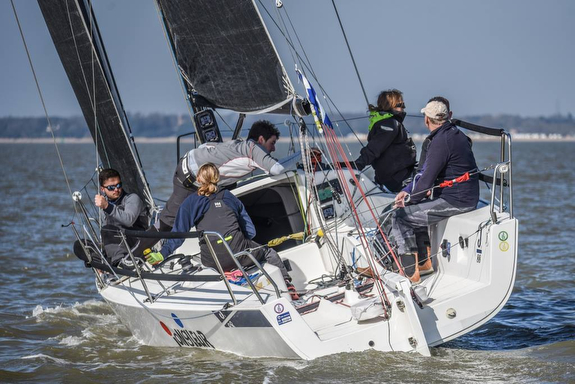 J/88 sailing at Warsash Spring Series