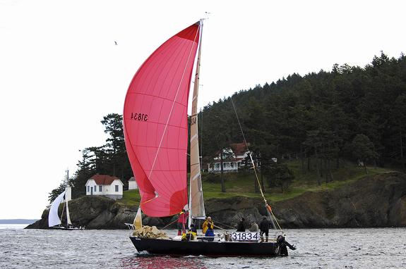 J/29 sailing Round County race