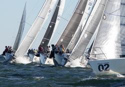 J/105s sailing upwind
