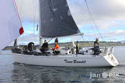 J/120 Time Bandit sailing Round County