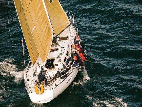 J/35 sailing upwind