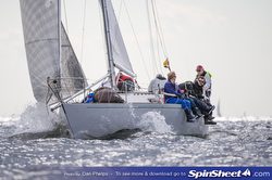J/35 sailing Chesapeake Bay regatta off Annapolis