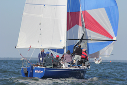 J/29 Wildkat sailing with spinnaker