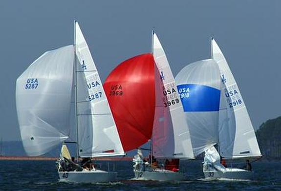 J/24's sailing downwind