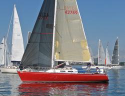J/33 sailing Lake Ontario