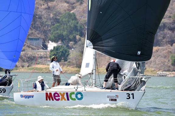 J/24 sailing Valle de Bravo, Mexico