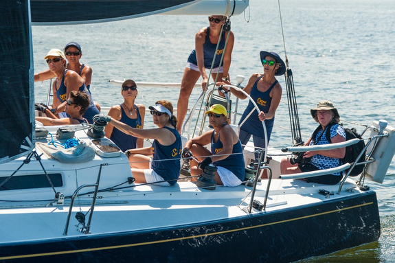 J/120 women sailors