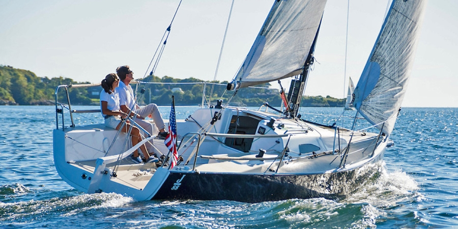 J/88 family speedster sailing upwind