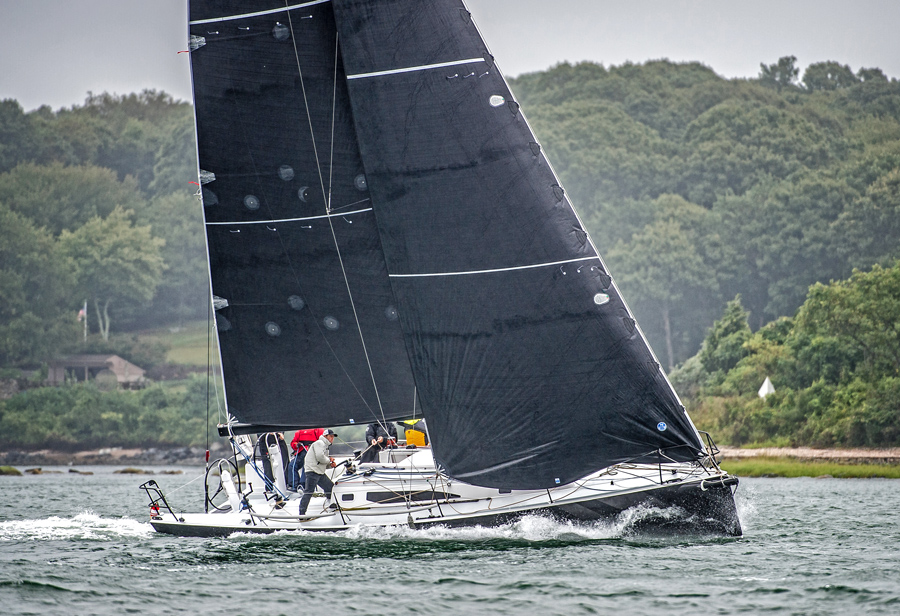 J/121 sailing aroud island race