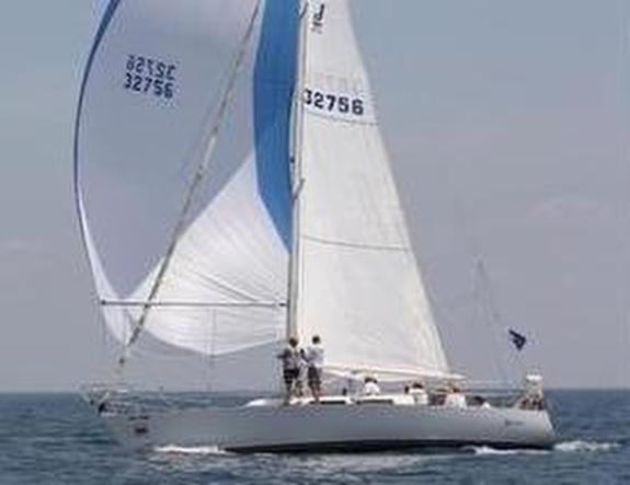 J/35 sailing Chicago Mackinac Race