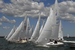 J/22 sailing at CanAm Regatta