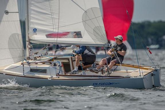 J/22 sailing upwind