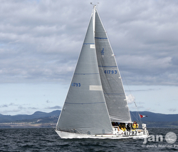 J/35 sailing in Pacific Northwest