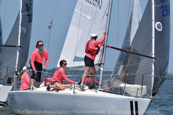 J/24 SeaBags Women's sailing team