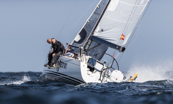 J/122E sailing North Sea Race