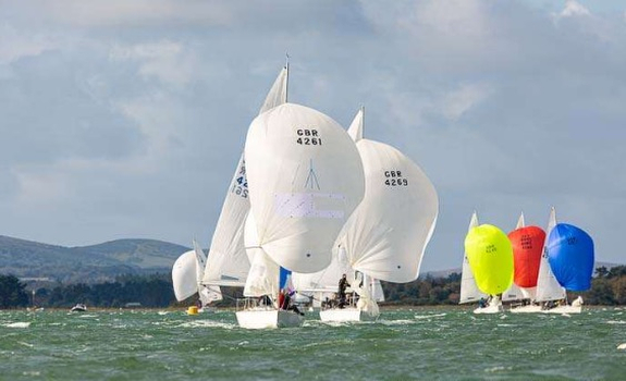 J/24s sailing in the United Kingdom