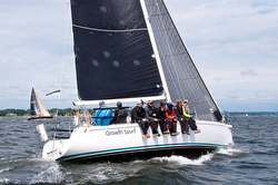 J/109 sailing Vineyard Race