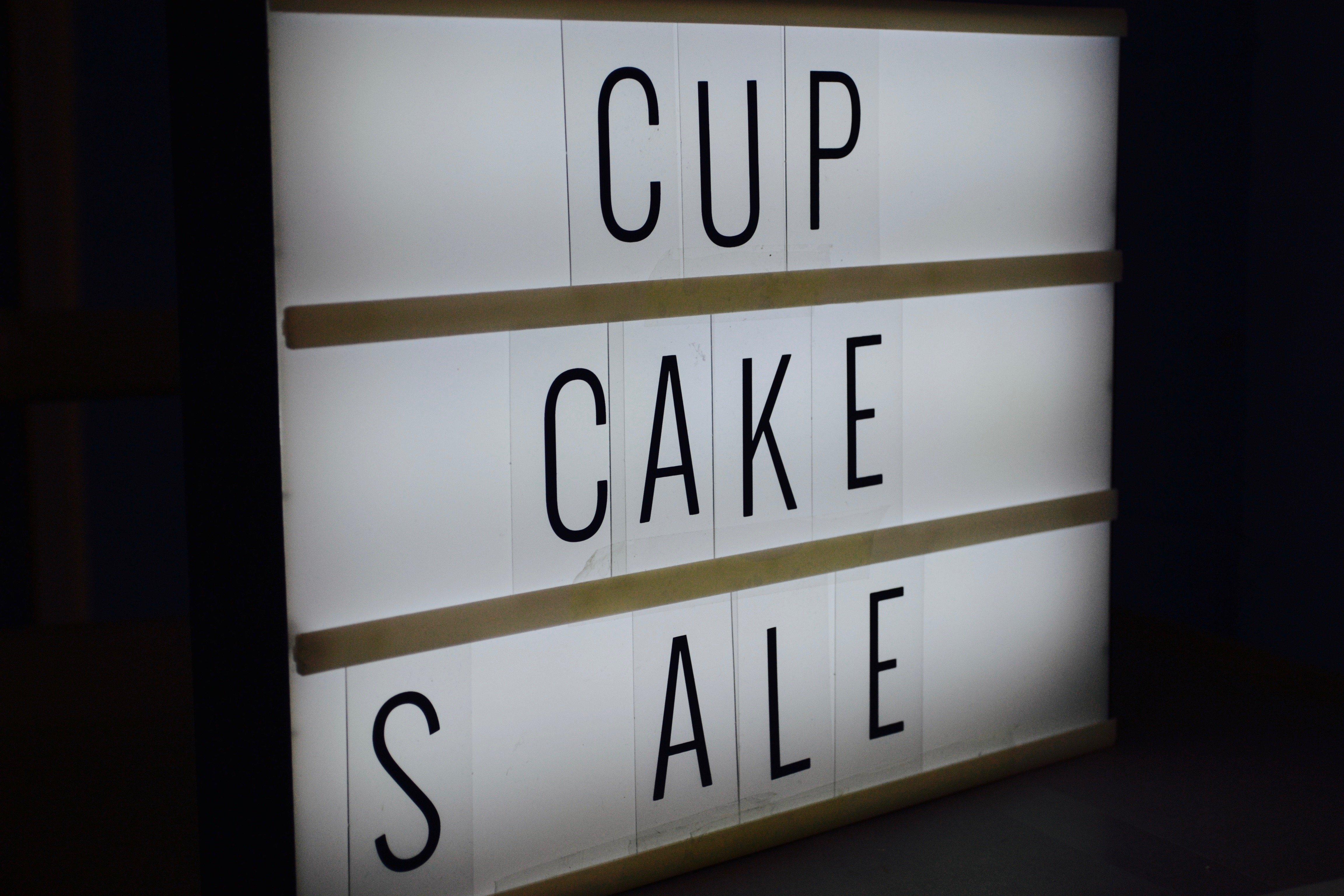 Light sign saying cupcake sale