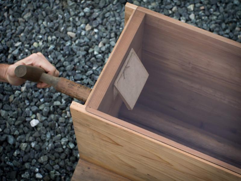 Glass Top Fuigo: Inside View of Box Bellows