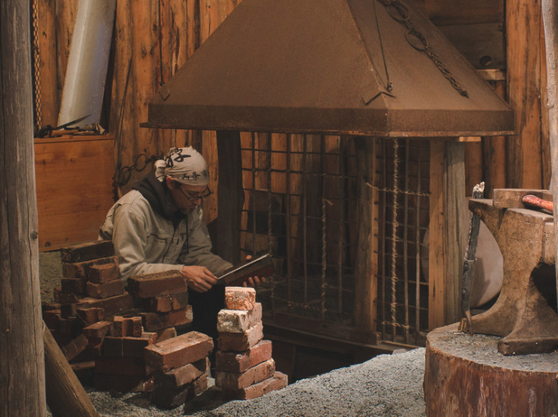 Building a Traditional Swordsmith Forge