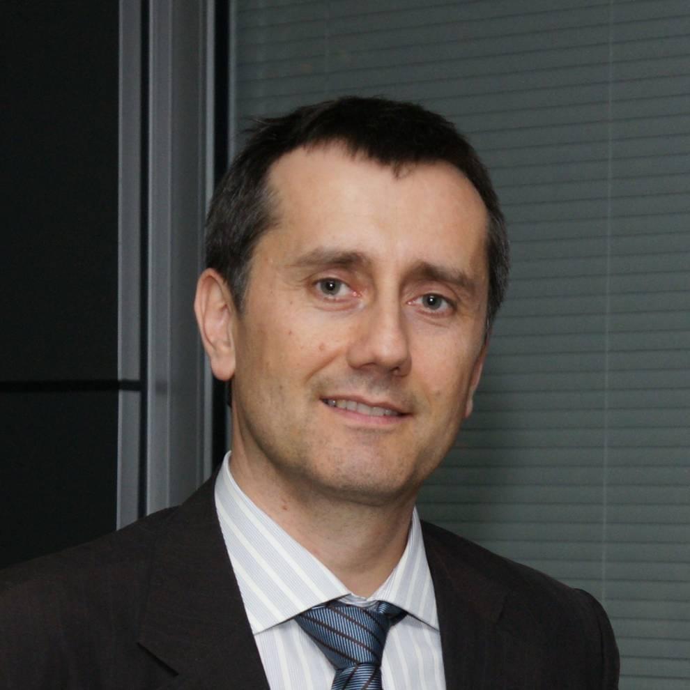 Headshot of Prof Thomas Priess