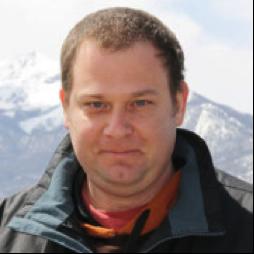 A headshot of Dr Chen Davidovich
