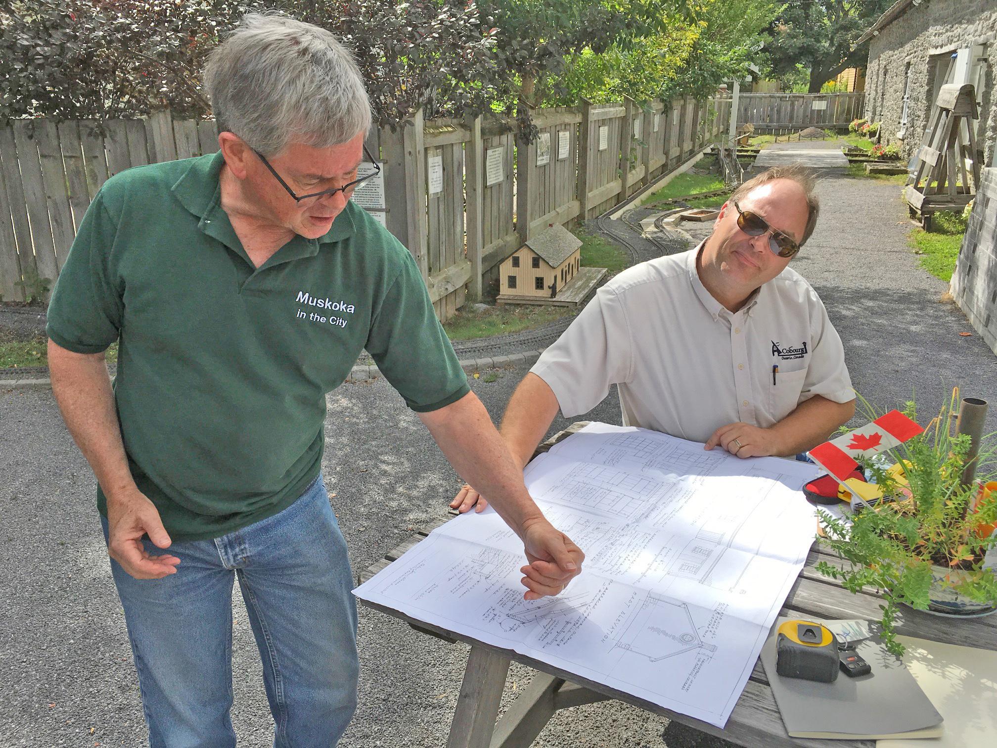 Al Seymour consults with Rob Franklin