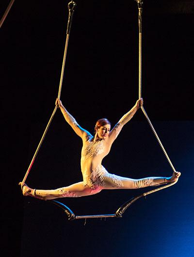 Zoe Irvine, static trapeze